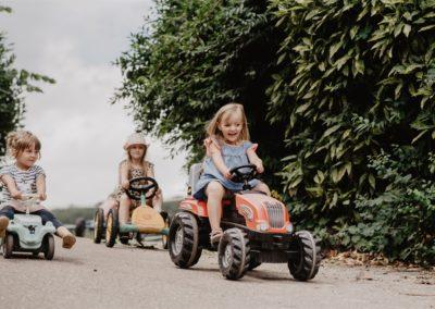 Kinder spielen auf dem Stabhalterhof im Schwarzwald